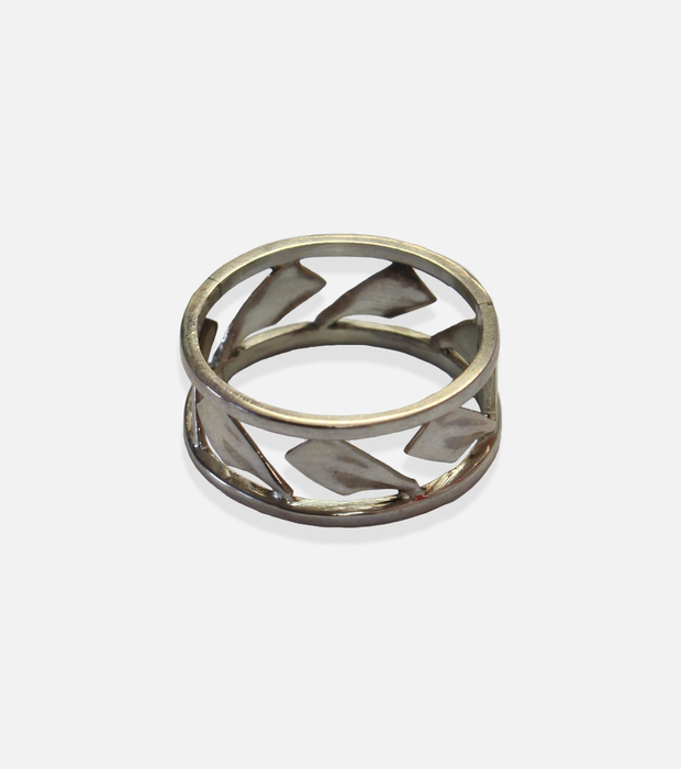Hatchet band ring